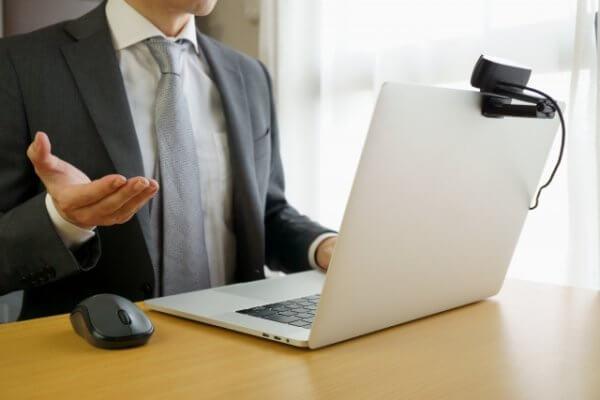 AI面接の服装はどうすればいい?スーツのほうがいい?